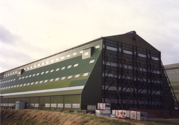 Our 280 structural bar was used to install the multiwall glazing in this huge building