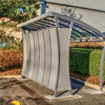 Two-toned aluminium sandwich panels curved to complement the roof