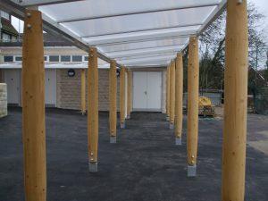 Wooden posts (6)